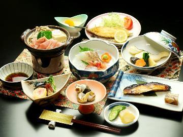 【1泊2食】列車が見える!海が近い山の宿♪信州日本海の幸&かけ流し天然温泉24時間入浴OK!