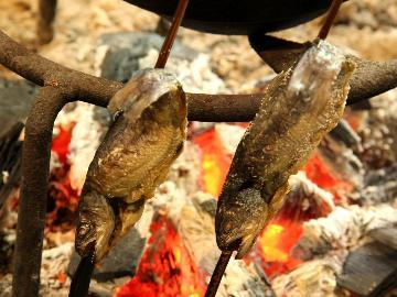 【2食付】茅葺屋根の古民家大内宿に泊まりに来てくんろ~!本格炭火の囲炉裏料理で郷土料理を食べなっせ!!
