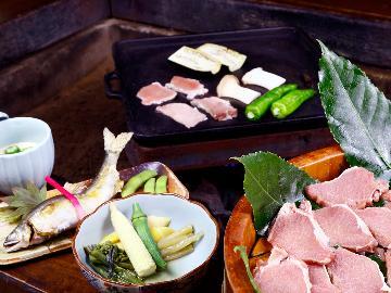 夏季限定:山の恵み&ジビエ焼肉◆ ヘルシーな鹿肉鉄板焼きと山里料理<1泊2食付>