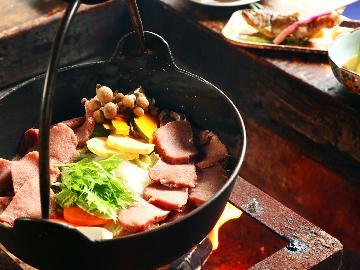 しし鍋◆囲炉裏端で囲むしし鍋☆〆はほうとうで♪山里気分満喫<1泊2食付>