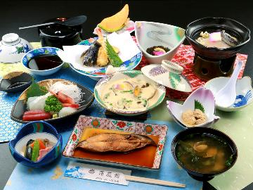 『1泊2食』 旅はやっぱり温泉に料理!名物料理満載の1泊2食
