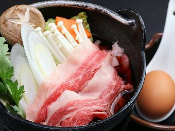 【冬季限定】《会津牛のすき焼き》特製割り下と厳選卵が肉の旨味を引き立てる!豪華メニューで贅沢温泉旅♪