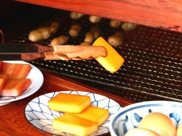 【燻製作り】チーズ、卵、ベーコンなどをじっくり燻製…出来立てスモークの香りがたまらない♪《2食付》※燻製作り体験料別途必要※
