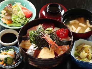 【リーズナブル】その時期に味わえる海の恵みを盛った魚津丼♪<海鮮丼定食>1泊夕食付き