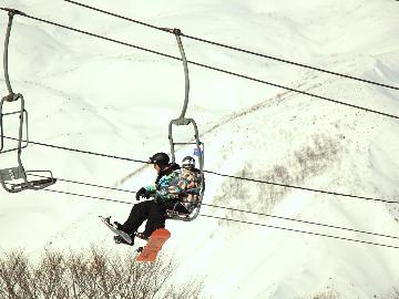 <GoToトラベルキャンペーン割引対象>【リフト券付】<戸狩温泉スキー場 リフト1日券付>天然雪100% 2.5キロのロングコースが楽しめる♪1泊2食付