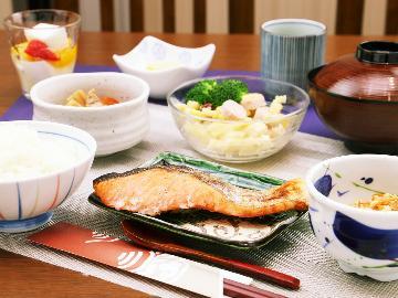 【朝食付】手作り朝ごはんを食べて、しっかりと栄養補給♪ 【休日同料金】Wi-Fi完備