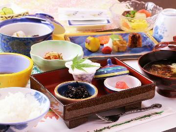 【岩手県民限定】朝食付◆1名あたり3,000円~4,000円OFF!天然温泉×旅館の朝ごはん♪