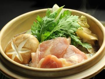 【リーズナブル】地鶏のすき焼き&女将特製 手づくり料理が並びます♪1泊2食付