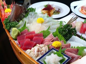 【舟盛り】新鮮な魚介類を思う存分堪能♪<お刺身を舟盛り>でご提供~料理グレードアップ