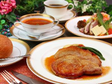 【人気No.1】夕食はレストラン「メープル」で☆2種のメニューからお好きなメインを召し上がれ♪[1泊2食]