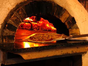 【スキー&スノーボードシーズン到来!】手造りピザと洋食を堪能♪冬季スタンダードプラン【1泊2食】