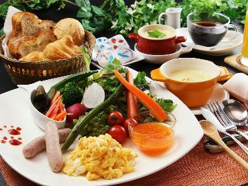 【朝食付き】焼き立て自家製パンとオーナー手作りの朝食♪ワンちゃんも一緒にダイニングに入室OK!