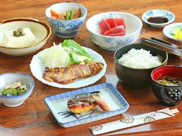 【2食付】 自慢のお料理でお出迎え♪朝夕食付のベーシックプラン ☆牛乳風呂確約☆