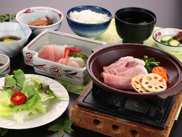 【スタンダード】やわらかくてジューシー♪越後もち豚と旬野菜の陶板焼き[2食付]