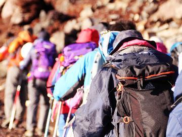 【登山】新緑から紅葉の時期は大自然に囲まれた里山へ♪チェックアウト後温泉入浴OK&おにぎりの特典付き